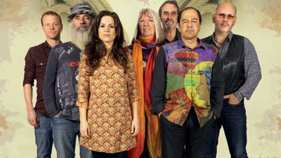 The members of Steeleye Span stang against a cream background.